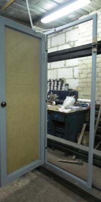 Дверь техническая с проемом под армированное стекло